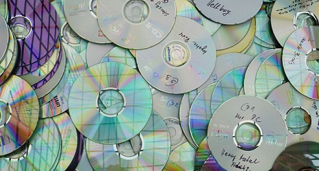 Das Foto zeigt CDs in der Gitterbox auf dem Servicehof.©DBM, Sonja Stender