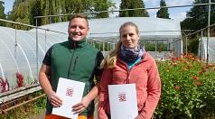 Julia Schiller und Lukas Funk freuen sich auf den neuen beruflichen Lebensabschnitt als Fachkräfte für Produktionsgartenbau bzw. Garten- und Landschaftsbau.