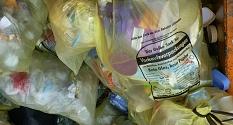 Das Foto zeigt Gelbe Säcke, die in einer Mulde liegen.©DBM, Sonja Stender