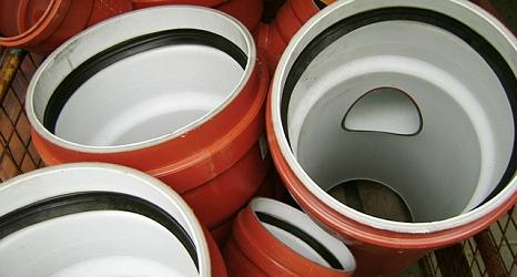 Das Foto zeigt Rohre, die für die Kanalisation verwendet werden.©DBM, Sonja Stender