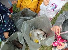 Säckeweise Müll hatten die Kinder eingesammelt.©Freya Altmüller, i.A. d. Stadt Marburg