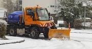Im Winter werden aus den Transportfahrzeugen des DBM mittels Winterdienstaufbau leistungsfähige Räumfahrzeuge.